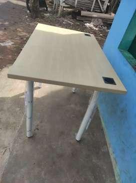 Meja kantor/Meja Belajar/Meja pribadi Uk.102