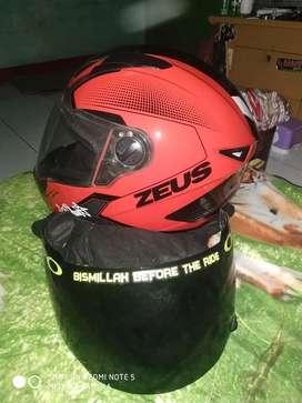 Helm Zeus 811 red