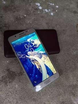 Samsung j5(16GB INTERNAL) (4G SIM) (4GB RAM)