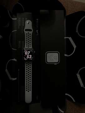 Iwatch series 4 44mm nike