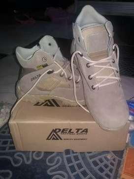 Sepatu boots delta