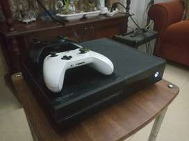 Base Xbox One 500GB With Two Controllers,CD ROM doesn't work