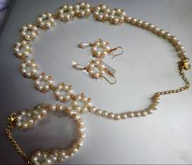 Pearl neacklace with bracelet 20% off