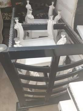 Dinning table for sale with 6 chairs