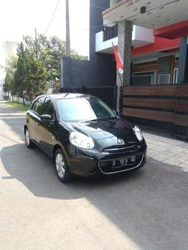 Mobil Nissan March 2013 AT