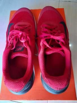 Sepatu GYM merah NIKE 42 dewi sri kuta