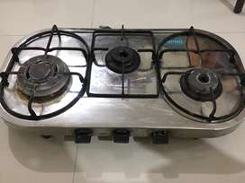 Gas stove with 3 burner