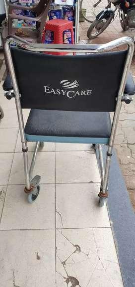 Toilet wheel chair
