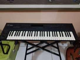 Keyboard Synthesizer Rolland JV 80