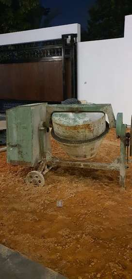 Mesin molen. Untuk proses pengecor an bangunan