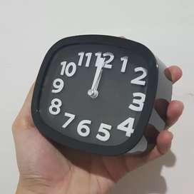 Jam Weker Duduk Hitam Elegant Simple Alarm Pajangan Kamar Baru No Box