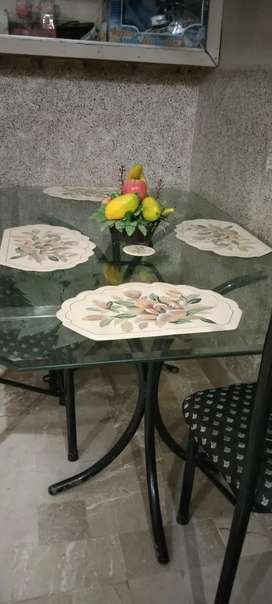 6 dine table nd almost 8 year used.