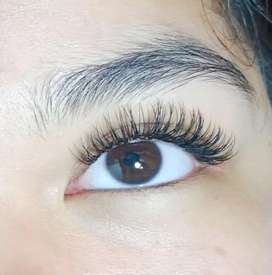 Beautician eyelash extension