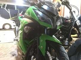 Menjual motor kawasaki ninja 250 .