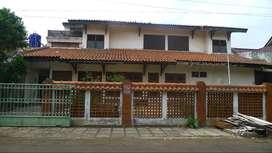 Rumah strategis & tenang di Jl Cempaka Putih Tengah