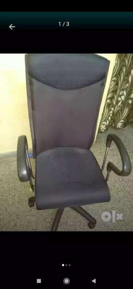 Black rotating chair