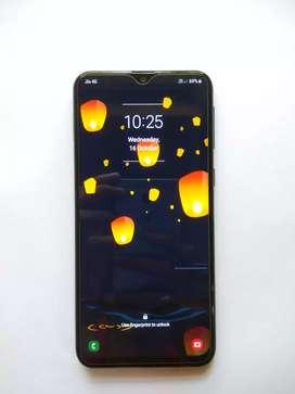 Samsung Galaxy M20    3 / 32