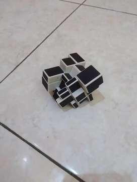 Rubik Langka berbentuk unik