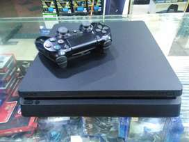 Ps4 slim 500GB hard compleat asseres available