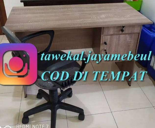 1 set meja dan kursi kantor hidrolik siap cod dan antar k alamat