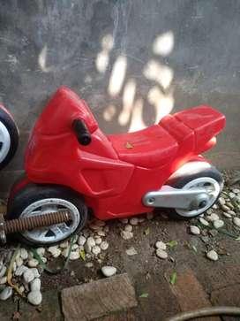 Mainan motor Fisher Price warna merah