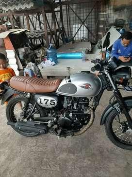 Kawasaki W 175 retro model