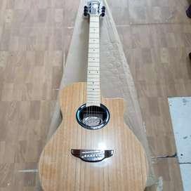 Gitar akustik antik