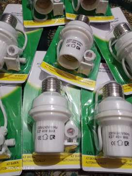 Fitting lampu automatis hidup dan mati sendiri bila ada cahaya