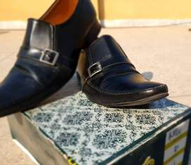 Decent all event men shoes looks new with solid sole
