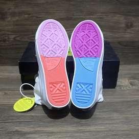 Sepatu pria sneakers