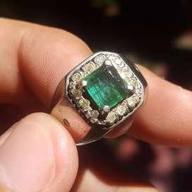 Natural Emerald keliling berlian banjar ring perak lapis emas putih