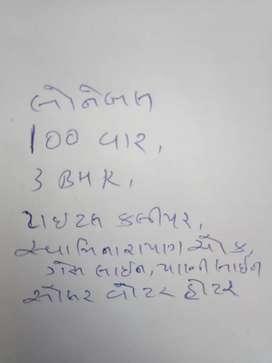 100 var,Swaminarayan chowk, loanable, gas line,3bhk+store room+balcony