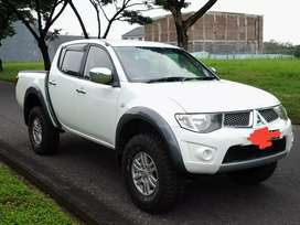 Strada triton GLS plat L -  fortuner hilux dmax pajero ford ranger crv