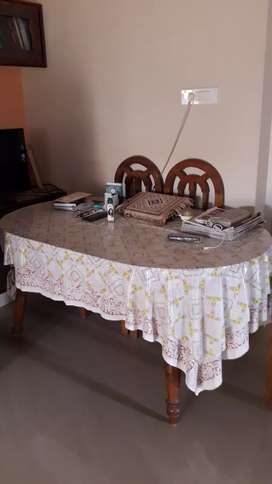 Takewood dineingtable with two chairs