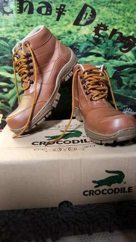 Sepatu Safety size 43 ada pelindung besi didepan kondisi baru