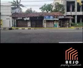 JUAL CEPAT Tanah bonus rumah, hook, strategis tepi jalan Jogja Solo