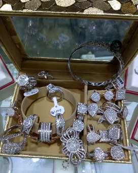Terima jual beli emas dan berlian tanpa surat/dari toko lain