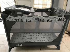Tempat tidur bayi joie / joie bed