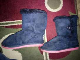 Fur boots for 3-4 yrs old small girls. Size 27