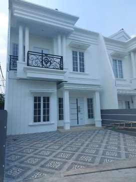 Rumah keren clasic eropa kt 4 km 4 jagakarsa