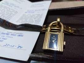 Jam Tangan Wanita Hermes model gembok lapis emas Asli Tahun 84.