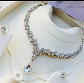 White Pearls of Glass Necklace Set