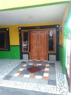Rumah 2 lantai murah bisa untuk kost, tengah kota