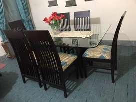 Dinning table set in excellent condition used less