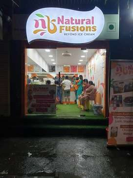 Natural fusion icecream parlor