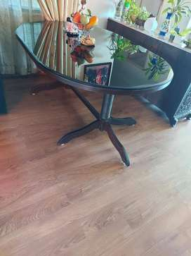 SALE OF ROSEWOOD DINING TABLE (6 FT X 4 FT)