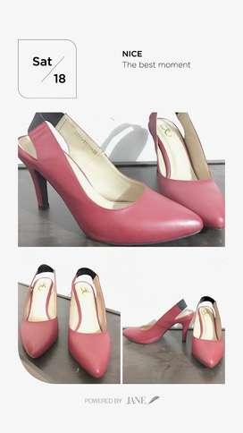 Sepatu heels merah