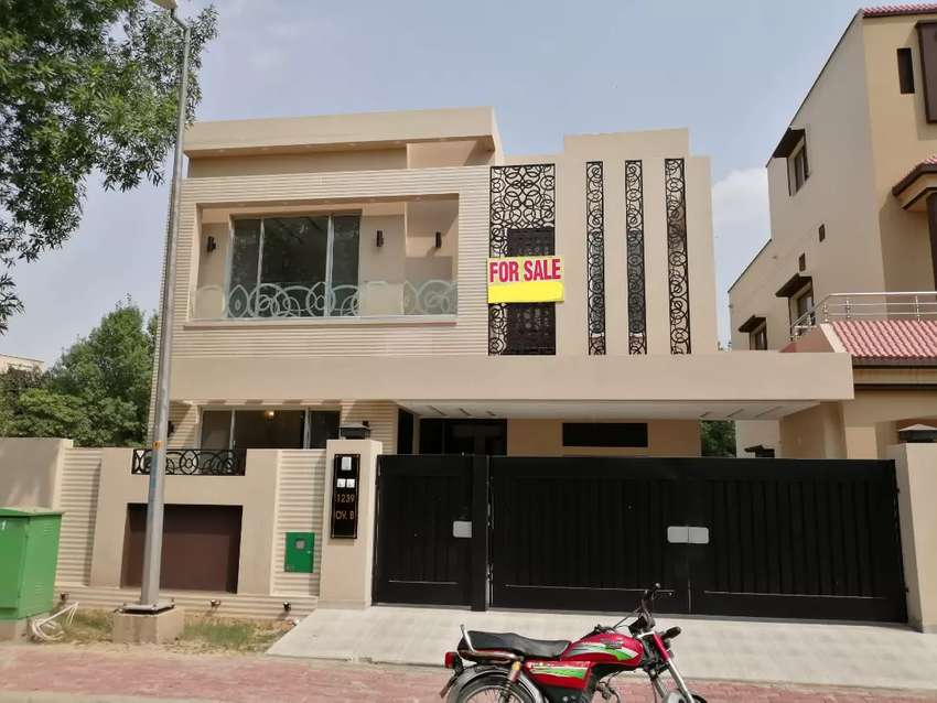 10 marla brand new Luxury house for sale in Bahria Town Lahore 0