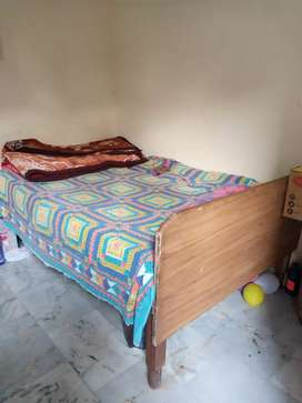 "4/6"" King Size strong wooden bed in good condition. Reqd double size."