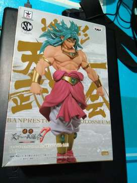 Action figure dragonball Broly